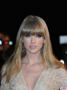 taylor-swift-nrj-music-awards-012613-1-435x580